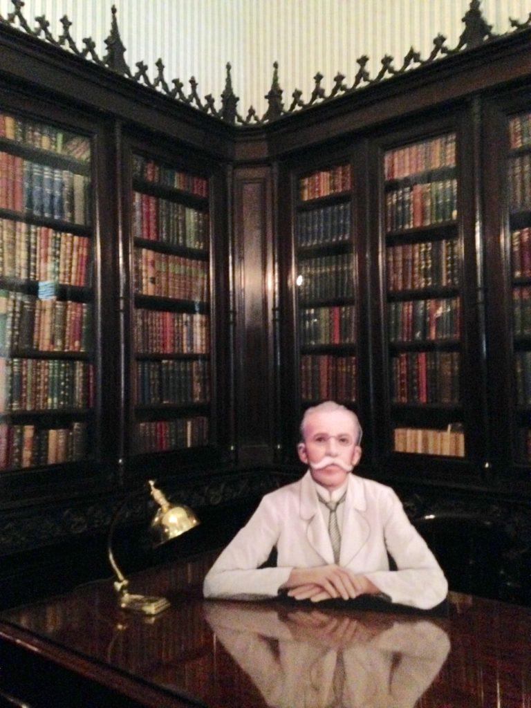 """Rui Barbosa"" em sua biblioteca"