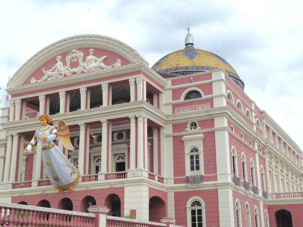 Teatro Amazonas decorado para o Natal