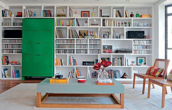 Estante para sala: o que colocar, como decorar?