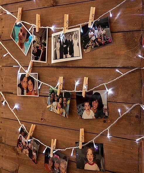 Varal de fotos feitos ocm luzinhas de Natal e pregadores de roupa!