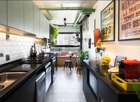 cozinha com lavanderia integrada